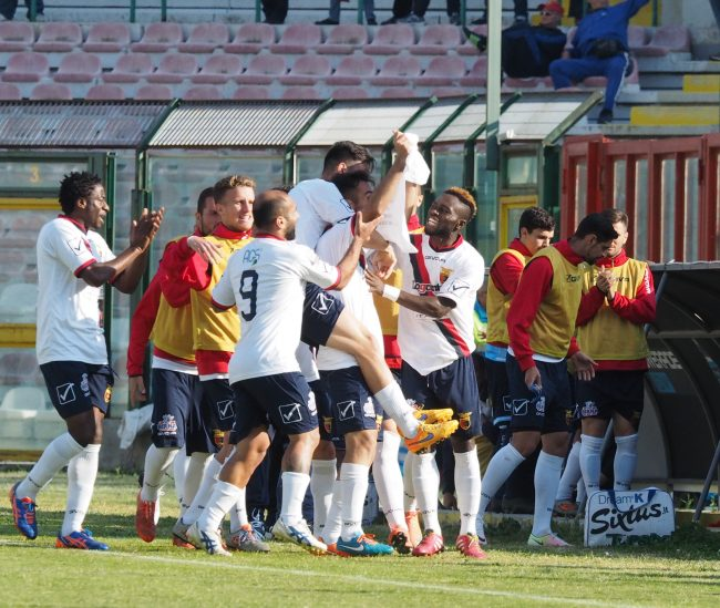 Casertana, solo un pari a Messina ma i playoff sono vicinissimi
