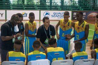 Coach D'Albero durante un timeout con Aruba