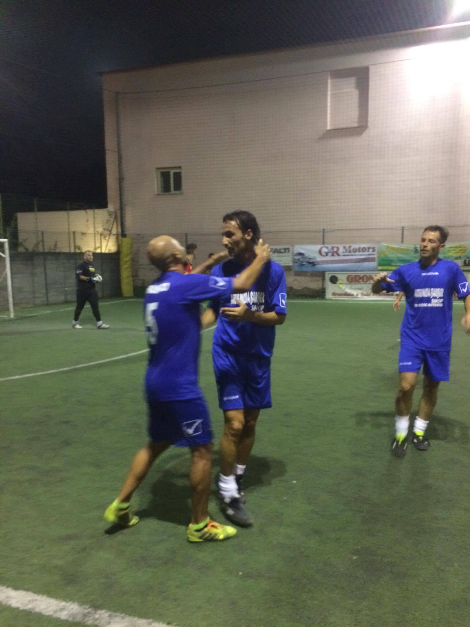 Dino Fava Passaro festeggiato da Gigino Franco