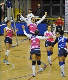 La New Volley festeggia nel derby