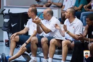 Lo staff tecnico applaude i bianconeri (Foto Buco Juvecaserta.it)